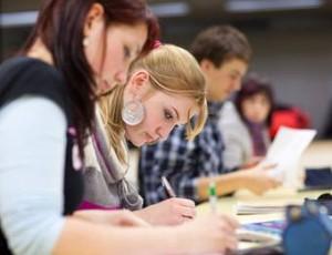 Studenten erhalten bei den Banken oftmals aufgrund mangelndem Einkommen keinen Sofortkredit