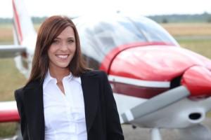 Frau bei einer Pilotenausbildung